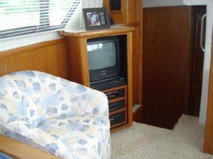 35 Carver 355 Aft Cabin 15