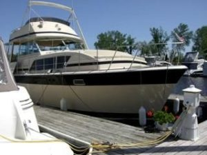 41 Chris-Craft 410 Commander Yacht 4