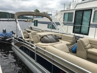 Bennington Multi-function Pontoon Boat